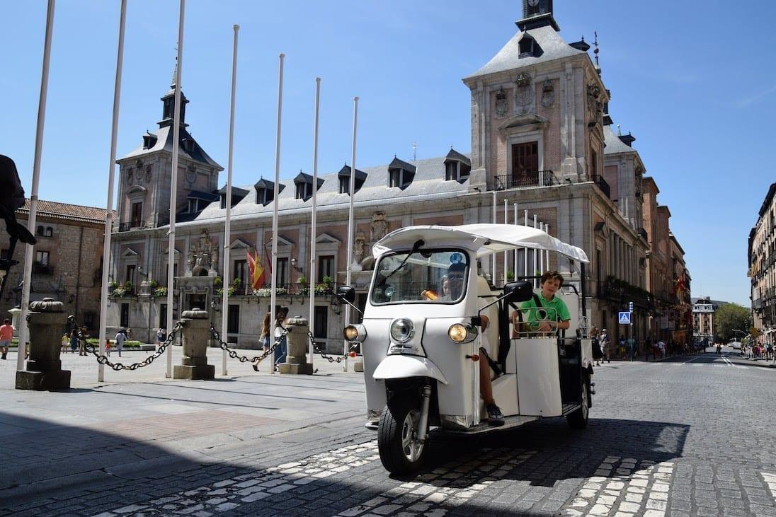 Madrid Tour en Tuktuk durante 1.5H
