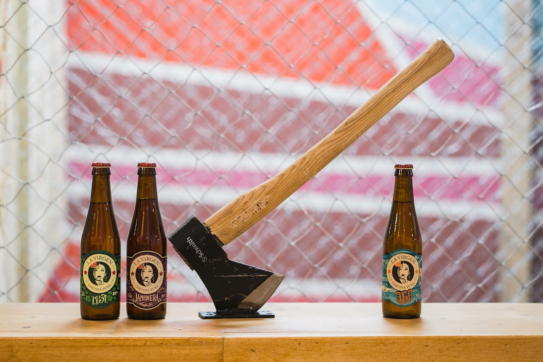 Axes and La Virgen, the perfect combination