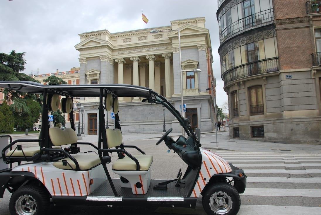 Unos de nuestro Maxi Buggy vehículos listo para el tour