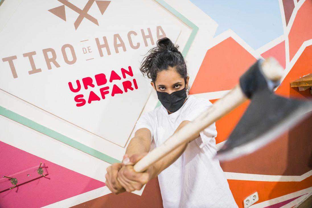 Lanzar hachas, el plan más salvaje de Madrid
